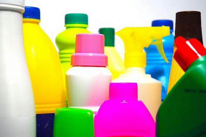 Tránh sử dụng các hóa chất tẩy rửa