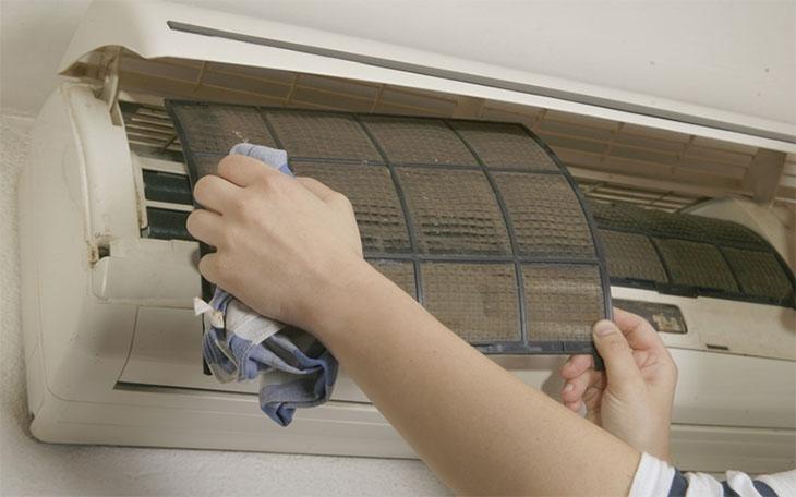 Cần tiến hành vệ sinh máy lạnh định kì nếu xảy ra tình trạng máy chạy liên tục nhưng không lạnh