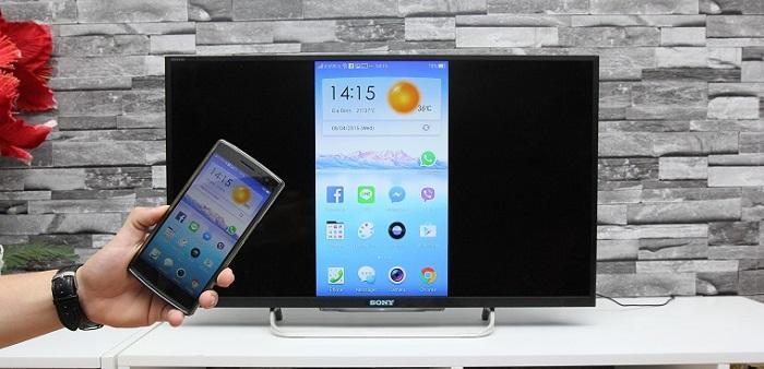 Sau khi kết nối thành công, tivi sẽ hiển thị màn hình của thiết bị di động đã kết nối