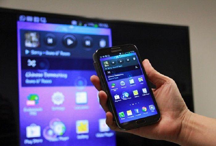 Screen Mirroring cho phép kết nối không dây giữa điện thoại Samsung và tivi