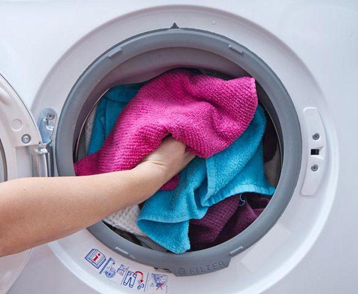 Hãy giặt lượng quần áo đầy đủ để máy không phát tiếng ồn
