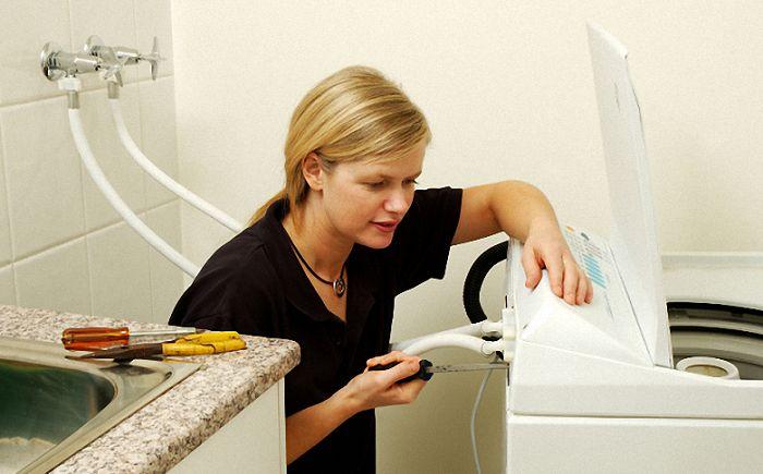 Nếu bộ phận nối vòi nước bị lỏng thì bạn hãy lắp lại các bước lắp đặt một lần nữa
