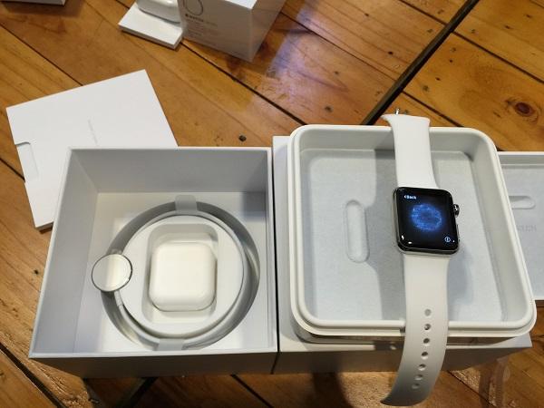 Mở hộp Apple Watch
