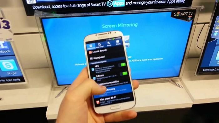 Screen Mirroring cho phép kết nối không dây giữa điện thoại và tivi