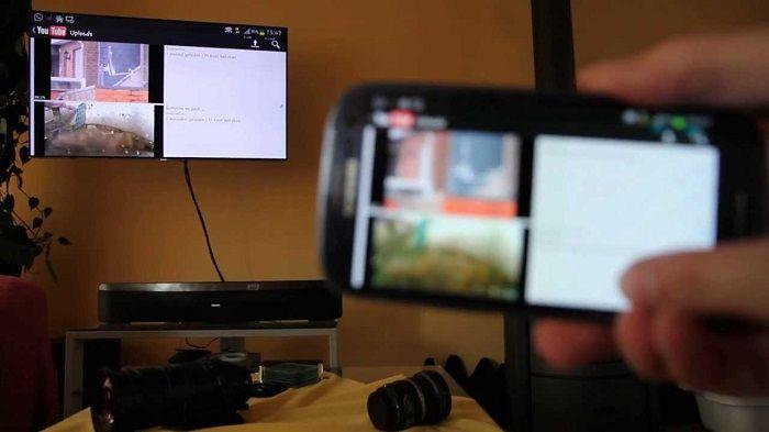 Màn hình điện thoại được đưa lên tivi
