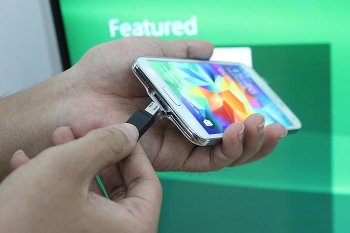 Kết nối tivi và smartphone thông qua dây cáp MHL