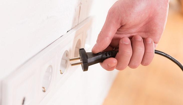 Không rút dây điện nguồn ngay khi vừa nấu xong