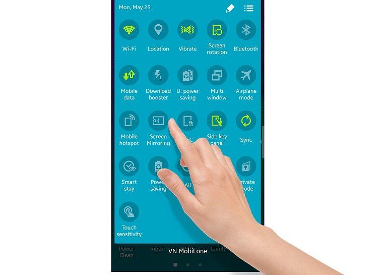 Chọn Screen Mirroring từ cài đặt nhanh trên thanh thông báo