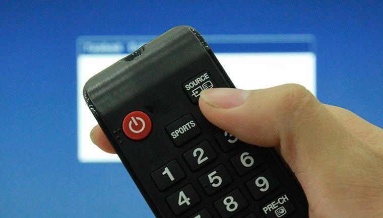 Nhấn nút SOURCE trên remote