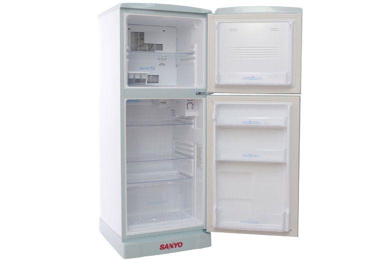 Mở cửa tủ để mùi nhựa thoát ra ngoài