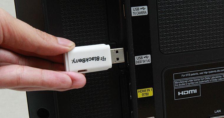 Kết nối USB với tivi để kiểm tra chất lượng video