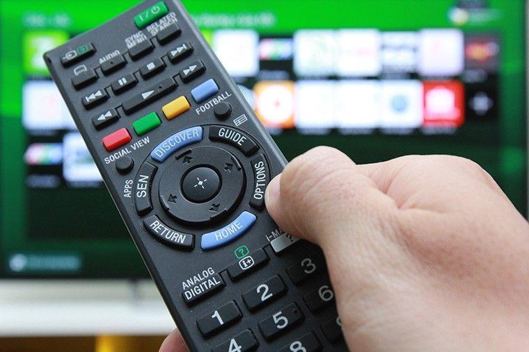 Nhấn vào nút Options trên remote.