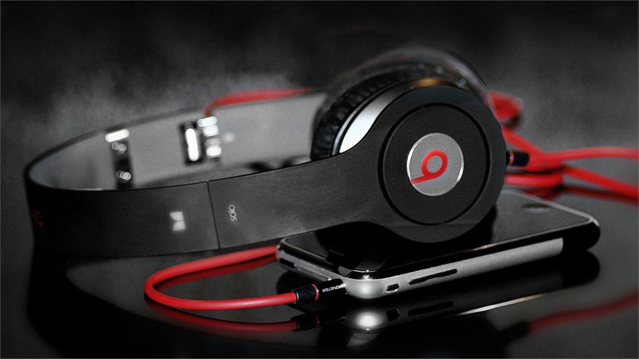 Vài miếng kim loại đã làm tai nghe Beats trở nên cao cấp hơn