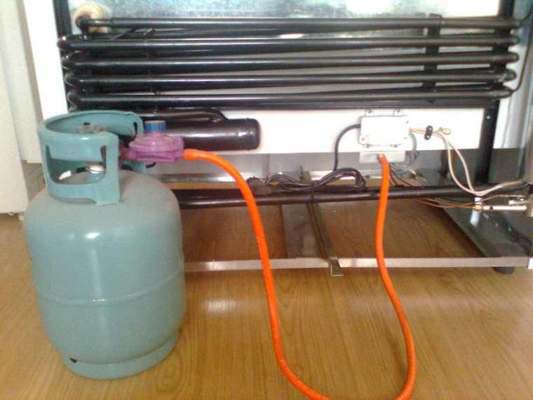 Theo dõi đồng hồ đo gas trong quá trình bơm gas