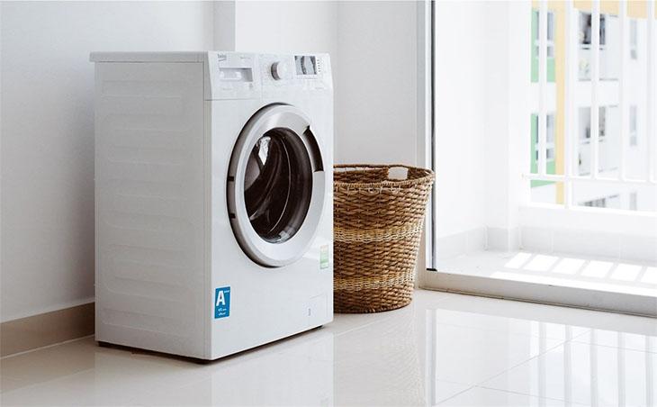 Máy giặt nên đặt ở nơi bằng phẳng để tránh rung lắc