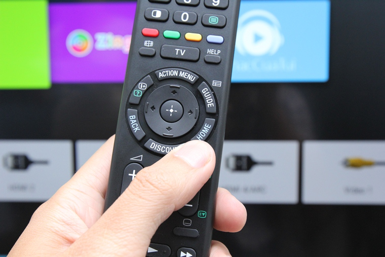 Nhấn nút HOME trên remote