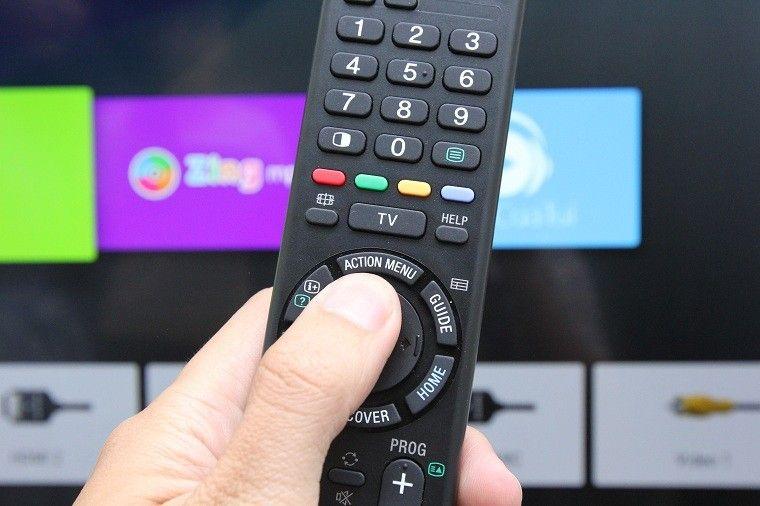 Nhấn chọn ACTION MENU trên remote