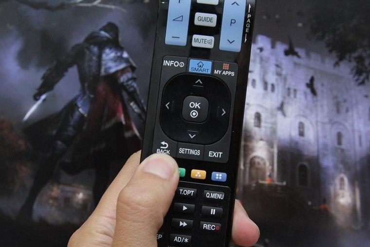 Nhấn nút BACK trên remote