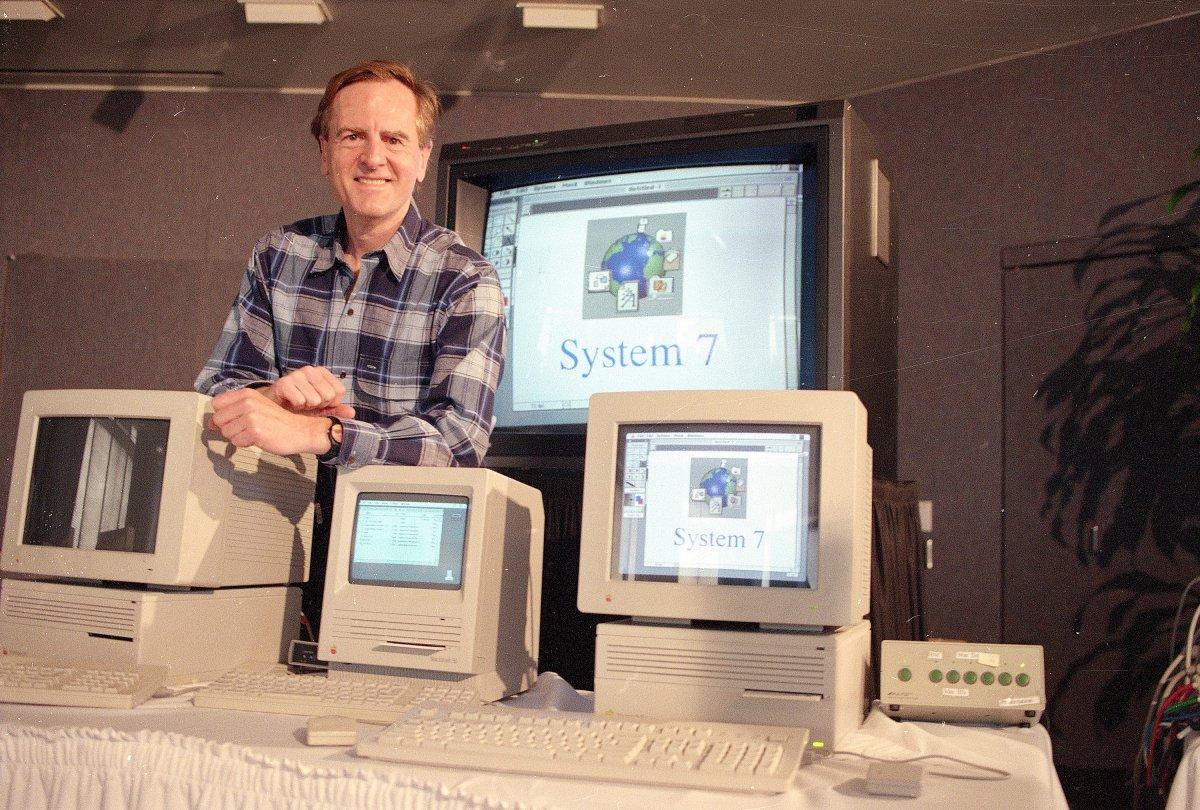 Scualley giới thiệu System 7