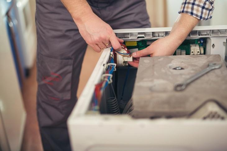 Máy giặt rỏ rỉ nước làm cho board mạch dễ bị lỗi