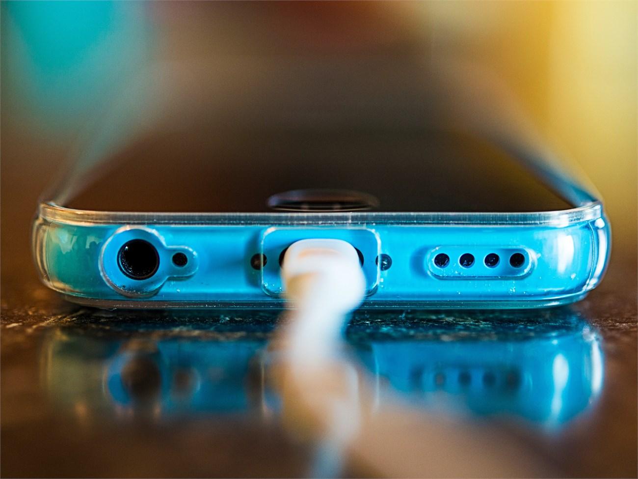 Có thể bạn đã và đang sạc pin cho smartphone không đúng cách