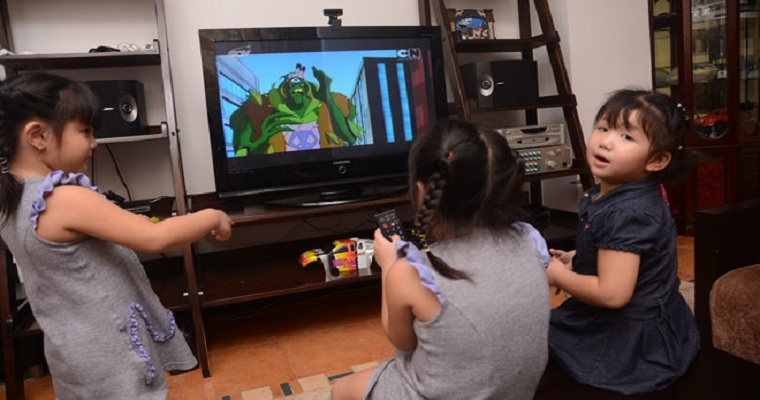 Không nên cho trẻ xem phim hoạt hình có nhiều cảnh bạo lực
