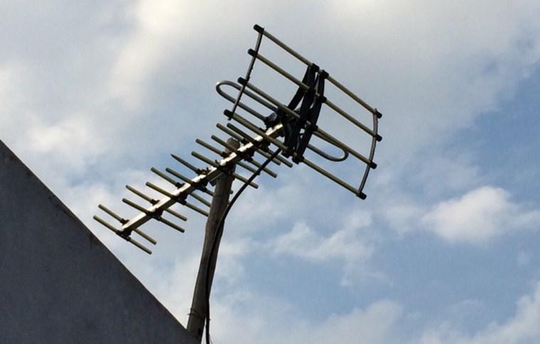 Kiểm tra anten, chảo thu tín hiệu