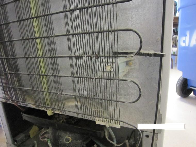 Nhiệt tỏa từ dàn nóng tủ lạnh sẽ làm tivi dễ bị hỏng