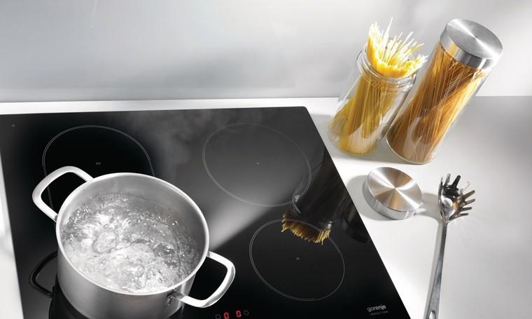 Đun nấu ở công suất lớn có thể khiến bếp từ bị nóng nhanh, không an toàn khi sử dụng