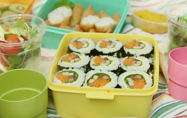 Hoặc đặt vào hộp đựng cơm và cùng bạn bè, gia đình thực hiện một chuyến picnic ngoài trời vui vẻ.