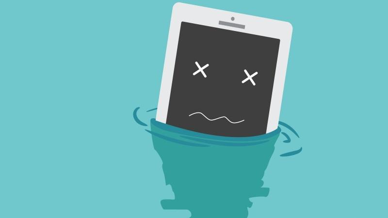 Mẹo xử lý điện thoại bị rớt xuống nước (2015)