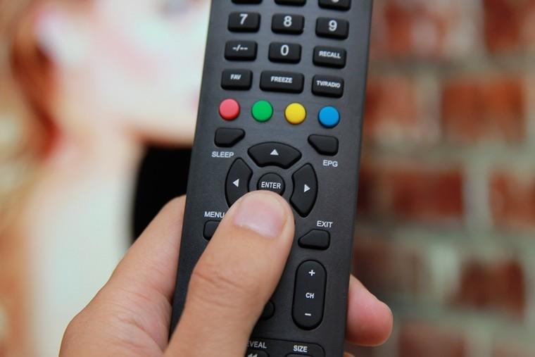 Nhấn nút ENTER trên remote