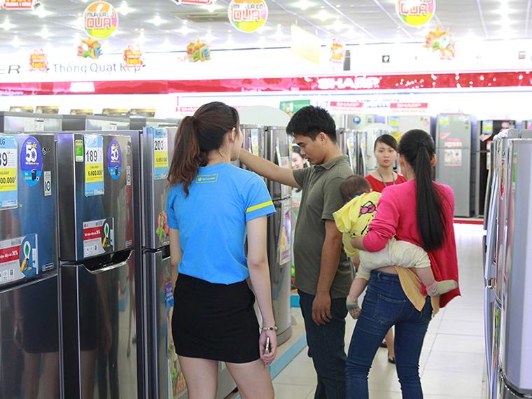 Đàn ông thường tỏ ra là chuyên gia mỗi khi cần mua sắm các thứ máy móc, công nghệ
