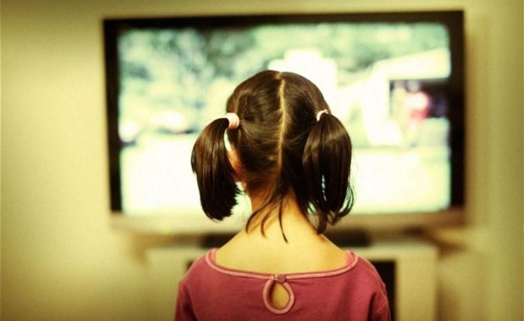 Sử dụng tính năng khóa trẻ em để hạn chế những ảnh hưởng từ Smart tivi