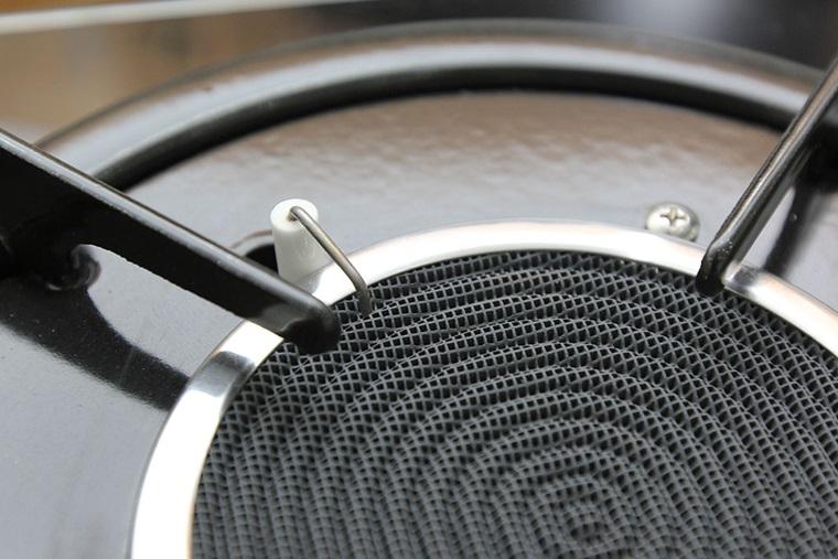 Đầu đốt thiết kế dạng lưới, sử dụng bàn chải nhỏ để làm sạch vết bẩn nhanh chóng
