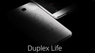 Smartphone trang bị màn hình kép đầu tiên của Trung Quốc lộ giá rẻ hơn của Nga