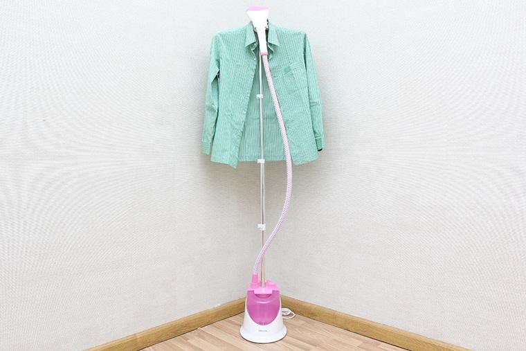 Bàn là hơi nước Philips GC504 thiết kế đơn giản, dễ sử dụng, ủi quần áo nhanh chóng