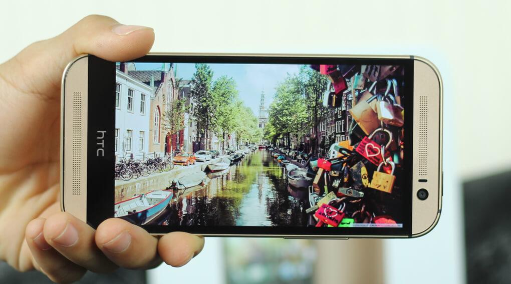 HTC One M8 Eye có màn hình 5 inch (1080 x 1920 pixel, 441 ppi)