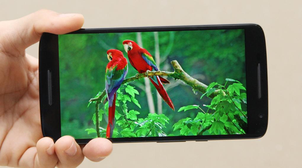 Motorola Moto X Play có màn hình 5.5 inch (1080 x 1920 pixel)