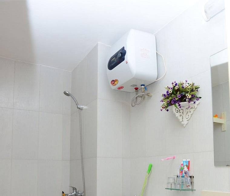 Giữ vệ sinh sạch sẽ xung quan vị trí đặt bình nóng lạnh
