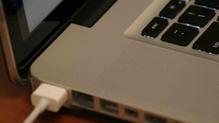 Nhiều khi vô tình hoặc cố ý mà bạn cắm sạc liên tục vào máy tính
