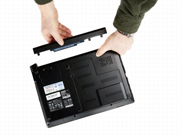 Giữa cắm sạc pin liên tục laptop với sạc pin thật đầy rồi tháo nguồn điện để sử dụng vẫn còn nhiều ý kiến trái ngược nhau