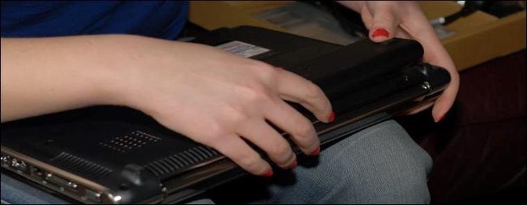 Để giúp máy tính hoạt động ổn định, bạn không nên tháo pin thường xuyên