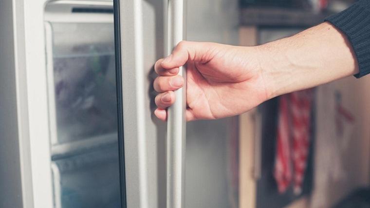 Tủ lạnh thường phát ra tiếng ồn khó chịu do phải bật tắt liên tục