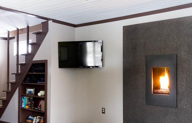 Treo tivi trên cao để tranh thủ ánh sáng đèn phòng