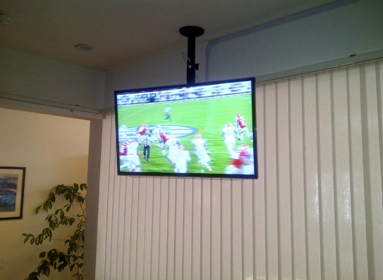 Treo tivi để xem tivi dễ hơn