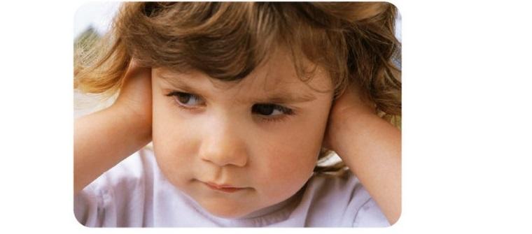 Kéo lưỡi hoặc che lỗ tai đều giúp chữa nấc cụt.