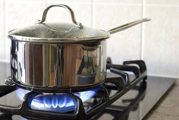 Chọn nồi inox kích cỡ vừa với bếp để nấu ăn tiết kiệm năng lượng hơn