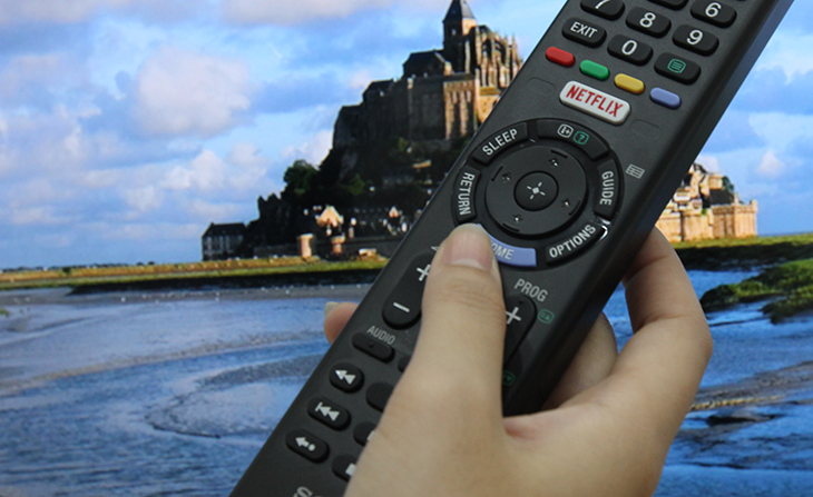 nhiều dòng tivi của các hãng như Samsung, LG, Sony và TCL đều có sẵn  nút Netflix trên remote tivi.