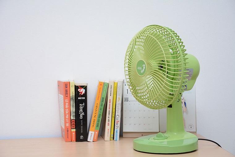Quạt bàn Asia B08002 màu sắc trẻ trung, thiết kế chắc chắn, dễ di chuyển, sử dụng